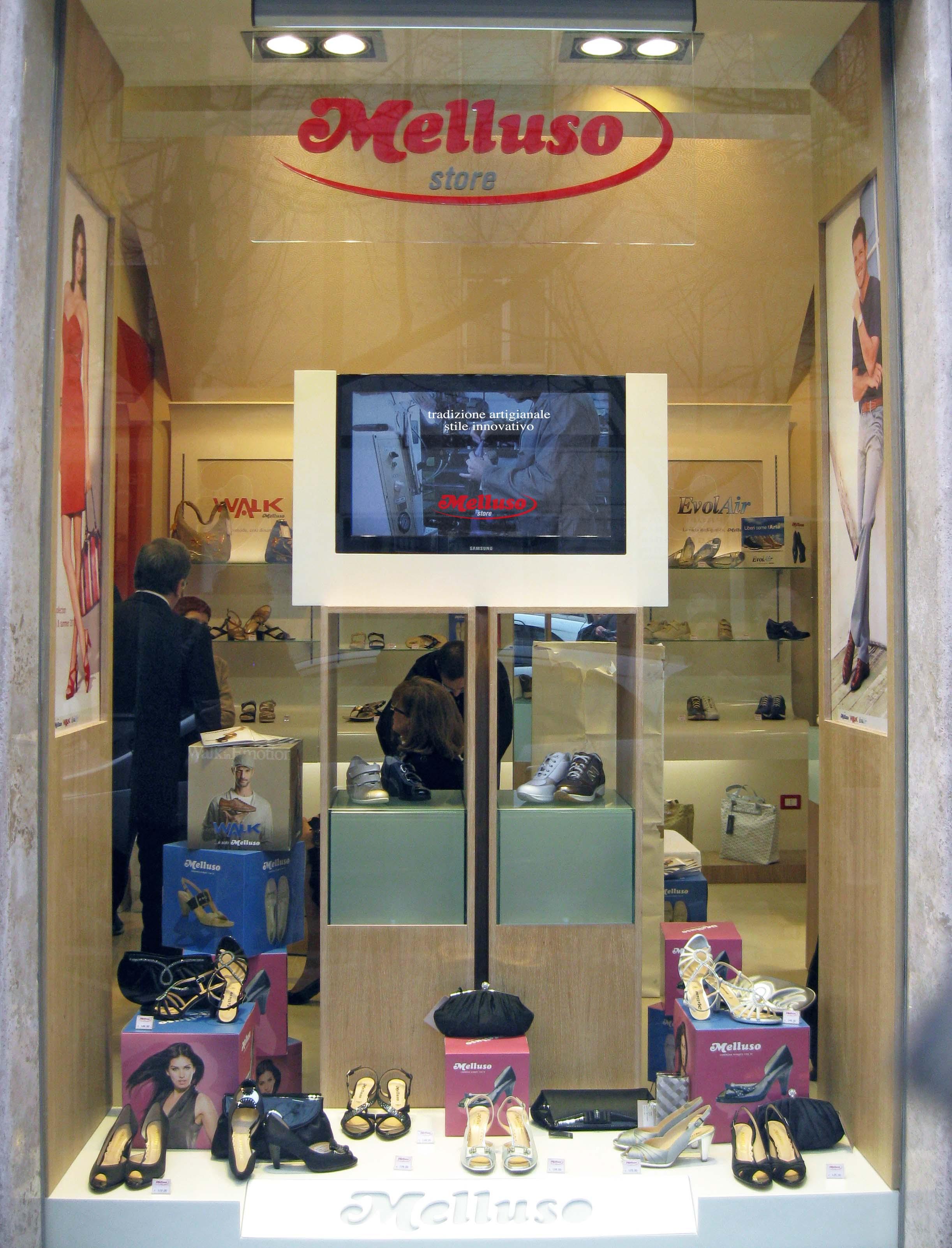Italia: Digital Signage per le scarpe Melluso