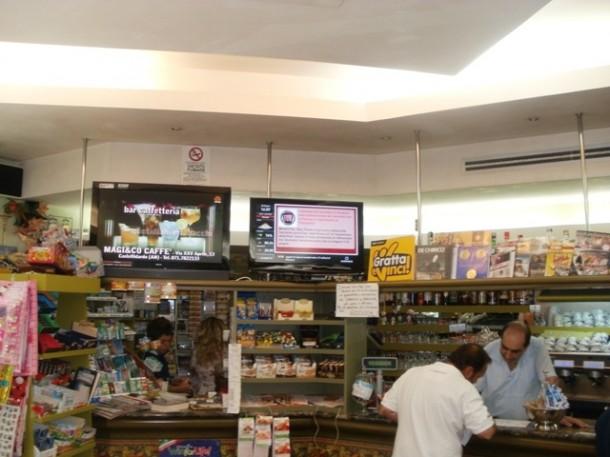Italia: schermo OverTv al Bar di Recanati