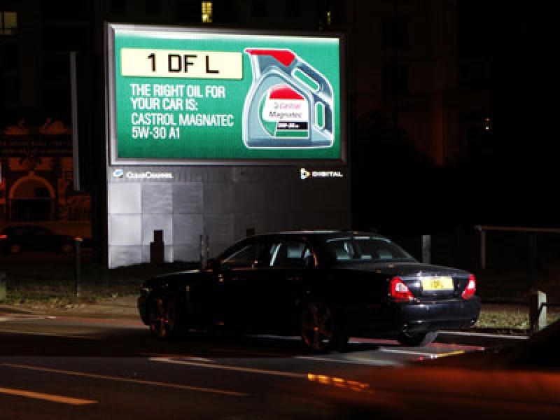 Londra: Castrol parla agli automobilisti