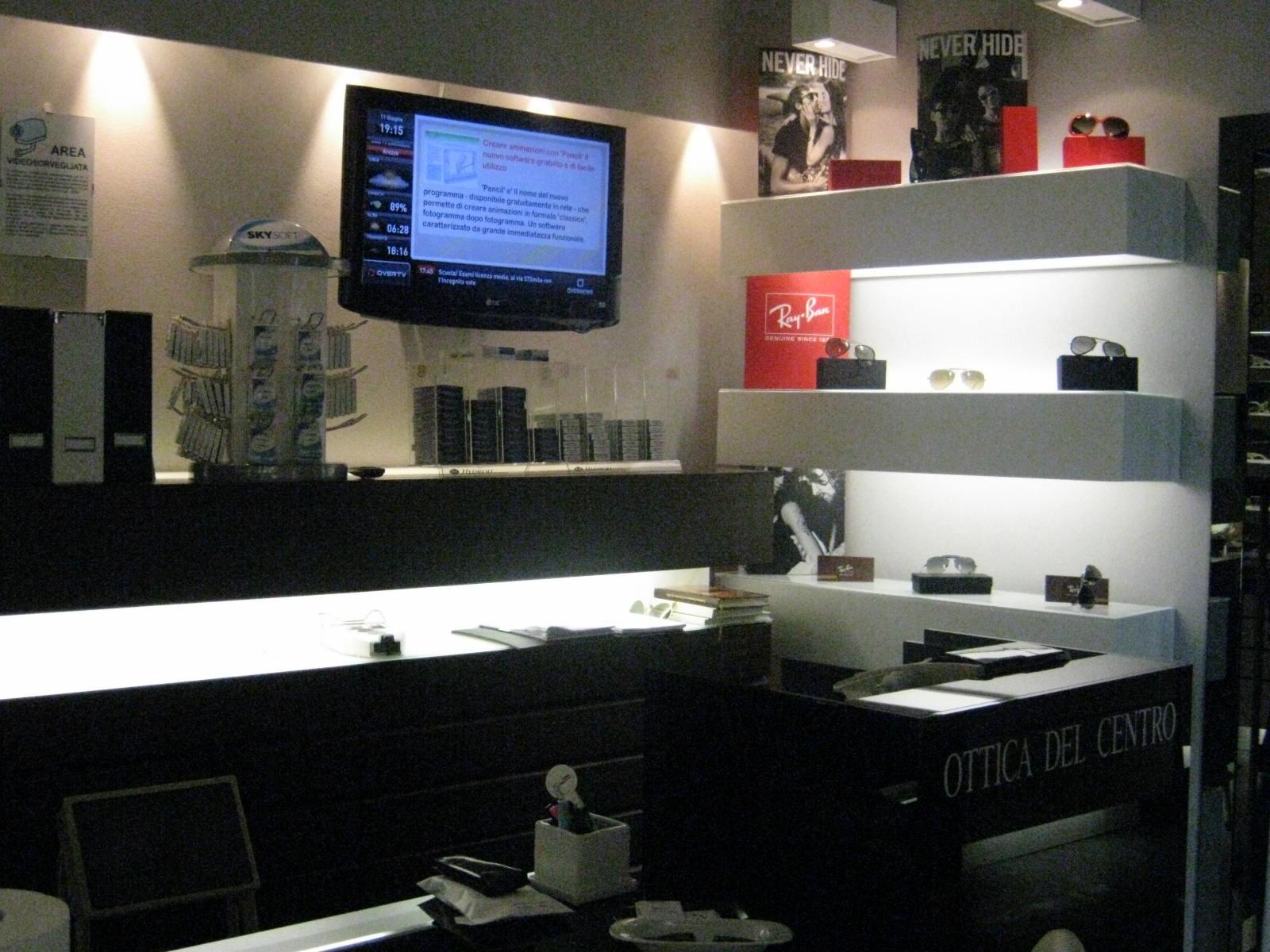 Italia: Digital Signage al negozio di ottica, a Garlasco