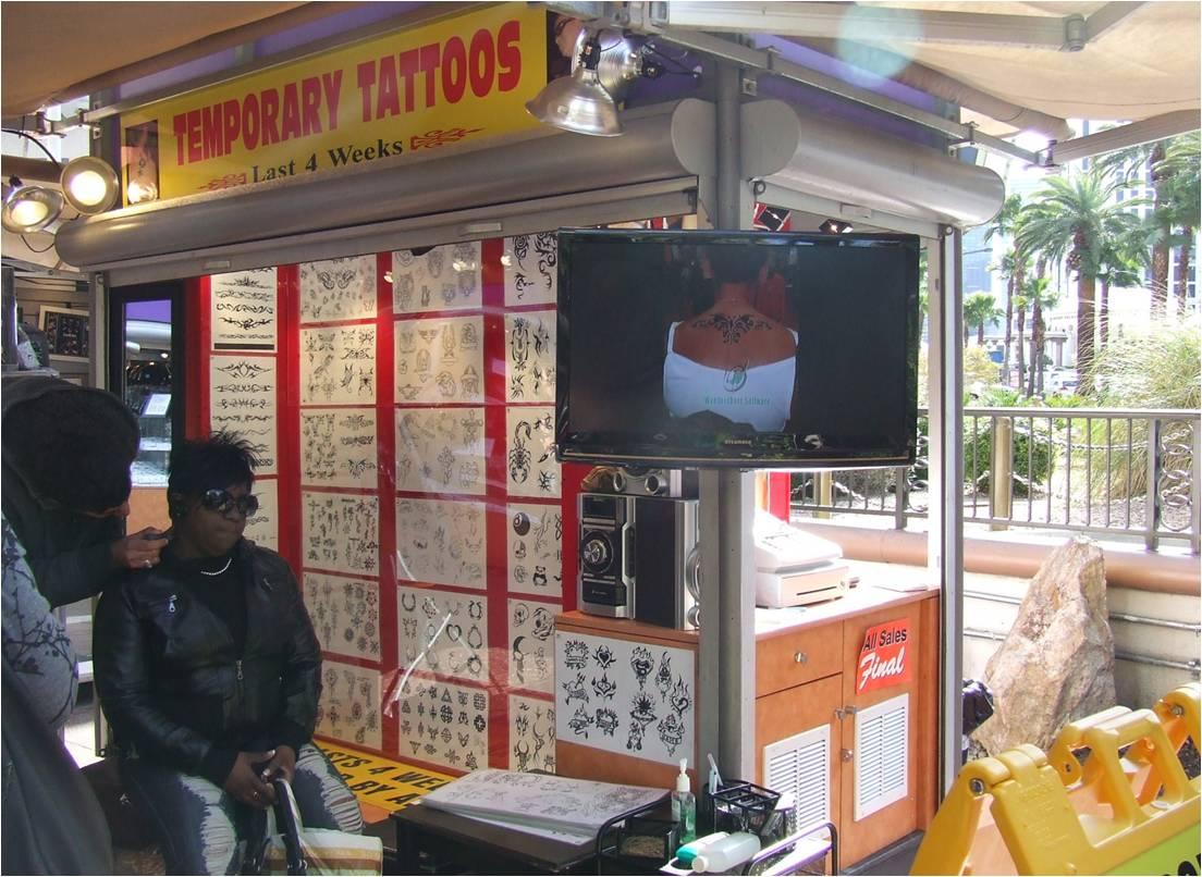Las Vegas: schermi digitali sulle bancarelle