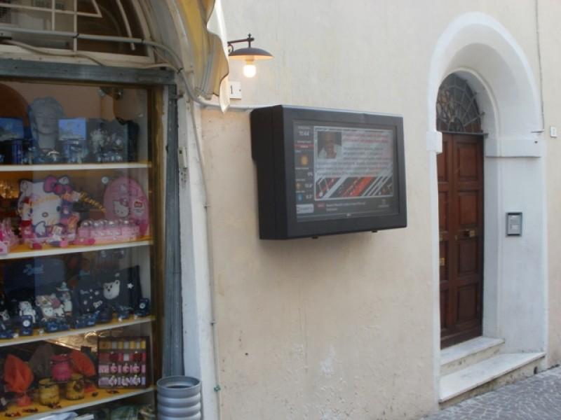 Italia: Digital Signage per un bar gelateria a Sirolo