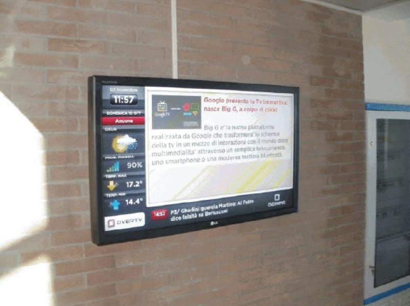 Altidona: monitor OverTv in un negozio di mobili