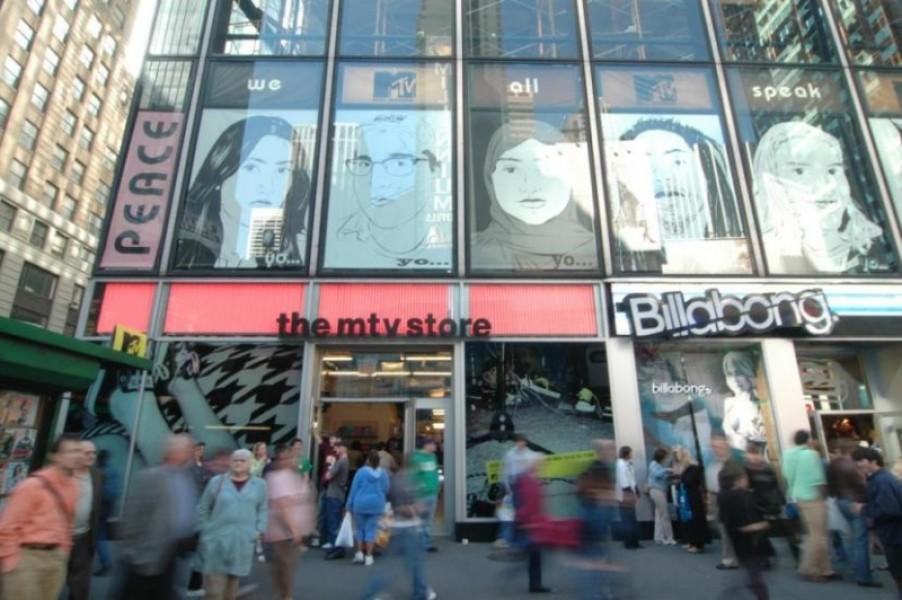 Times Square: digital billboard per il flasghsip di Aeropostale