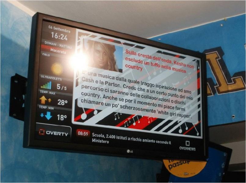 Monitor OverTv in un bar di Pesaro