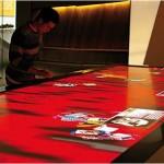"""In """"tavola"""" I sistemi gesture based si prestano ad utilizzi su svariate piattaforme, come versione su tavolo qui a fianco"""