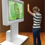 Con la soluzione Gesture Recognition, il fruitore del messaggio pubblicitario vede proiettata la propria immagine all'interno dello schermo