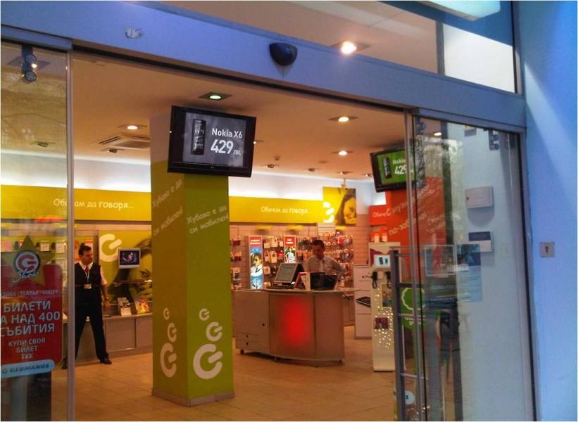 Bulgaria: store di telefonia con display digitali