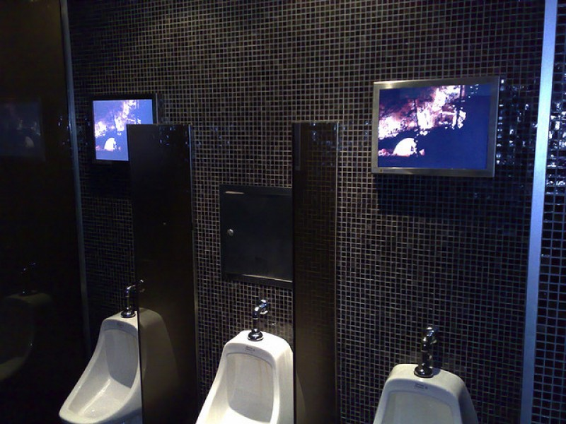 Digital Signage anche in bagno!