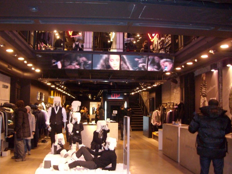 Parigi: schermi InStore per IKKS