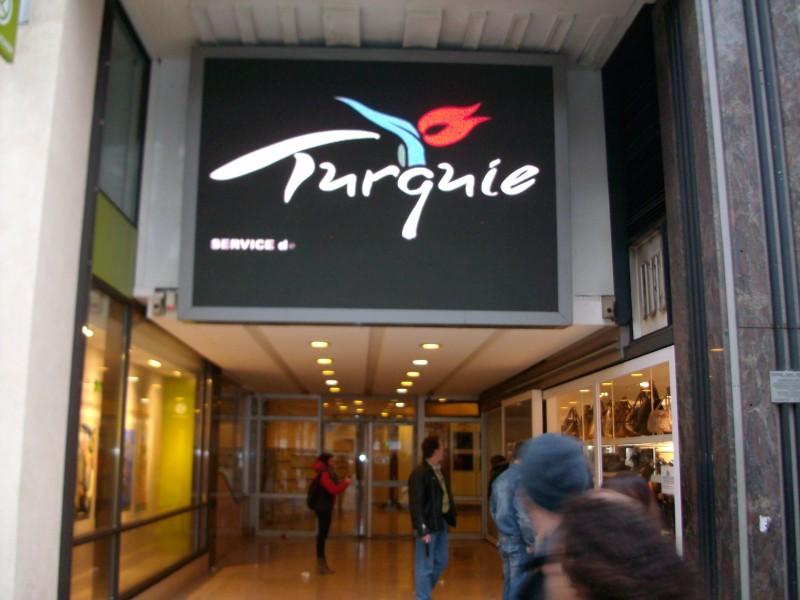 Parigi: LED outdoor all'Ufficio del Turismo della Turchia