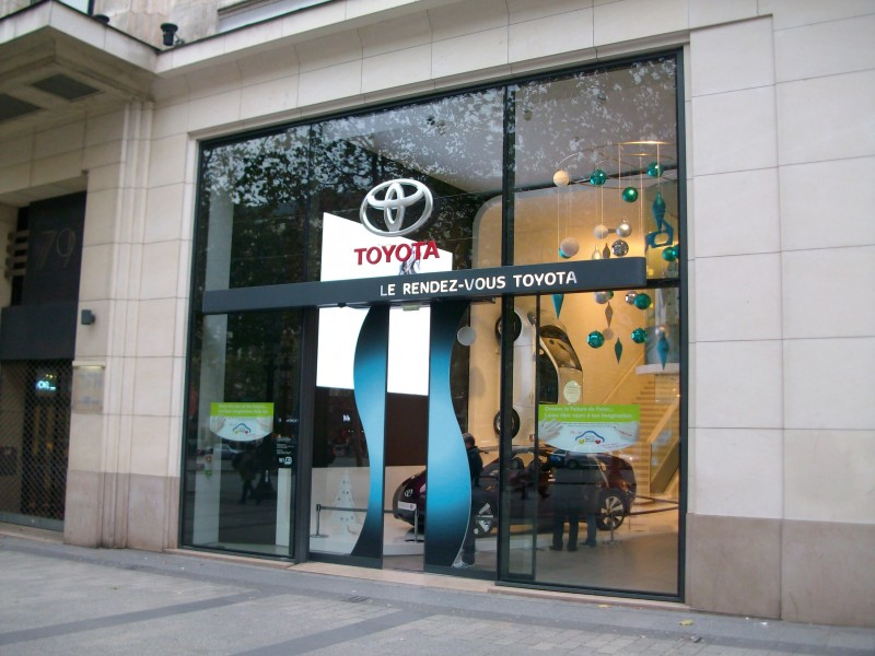 "Parigi: schermi interattivi al ""Rendez Vous Toyota"""