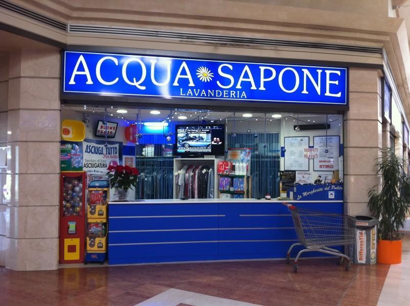 Arezzo: schermi digitali per la lavanderia Acqua Sapone