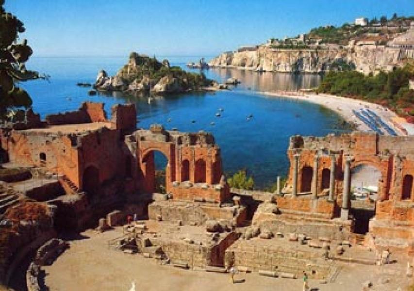"""Taormina """"live"""" su internet: attivata la webcam su Piazza IX Aprile"""