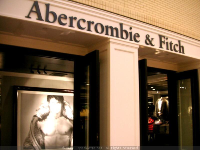 Abercrombie & Fitch apre il primo Flagship store a Milano