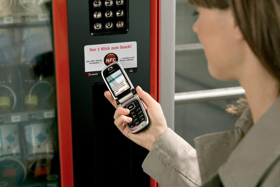 Gli italiani sono pronti a pagare con il cellulare
