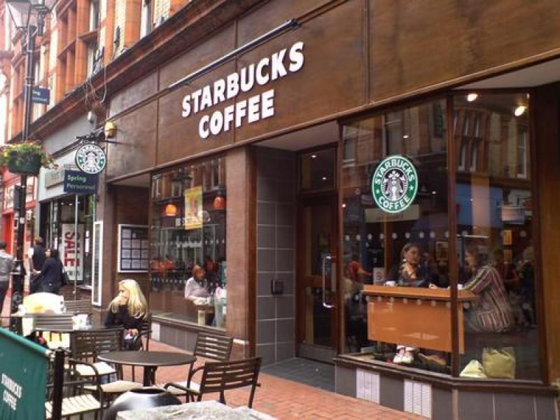 """Starbucks in Uk introduce il primo store a """"limitata brandizzazione"""""""