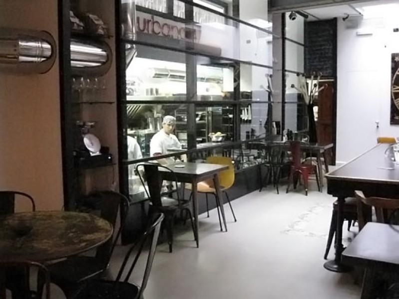 I mobili li compro al ristorante