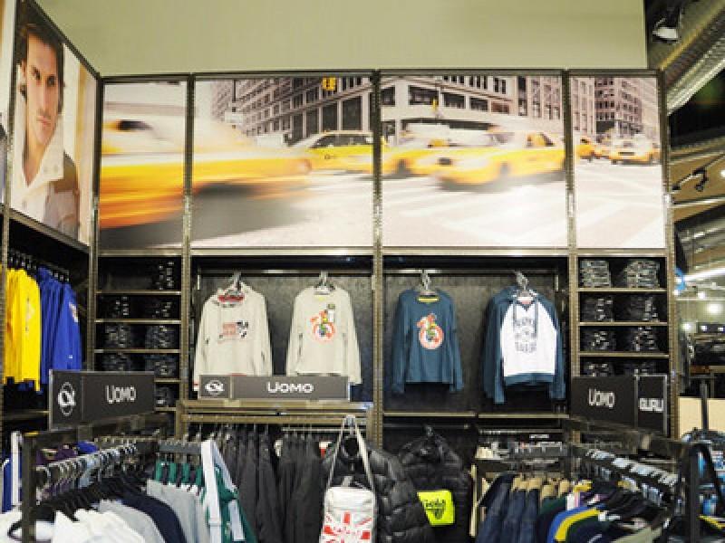 Cisalfa sopraeleva le categorie, pulisce e chiarisce il merchandising
