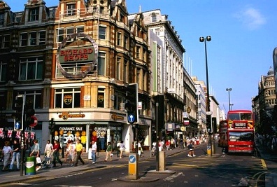 Londra: pubblicità per sole donne alla fermata dell'autobus