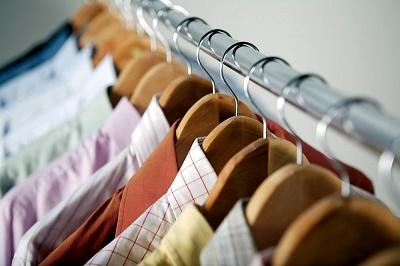 """La catena d'abbigliamento C&A consiglia: per scegliere il vestito adatto, guarda a quanti """"piace""""!"""