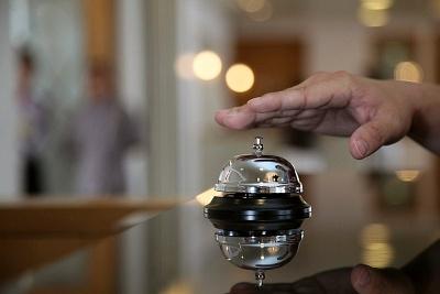Il digital signage soggiorna nel tuo hotel e ti informa sugli orari dei voli!
