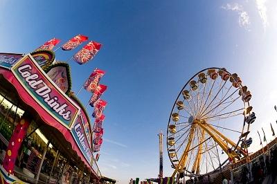 Facebook, Digital Signage e RFID: un nuovo modo di vivere il parco divertimenti!