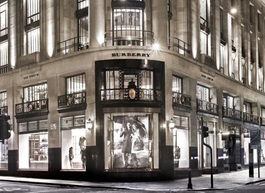 Il flagship store Burberry impreziosisce il centro di Londra