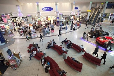 Con il Digital Signage all'aeroporto, puoi fare la spesa con lo Smartphone!