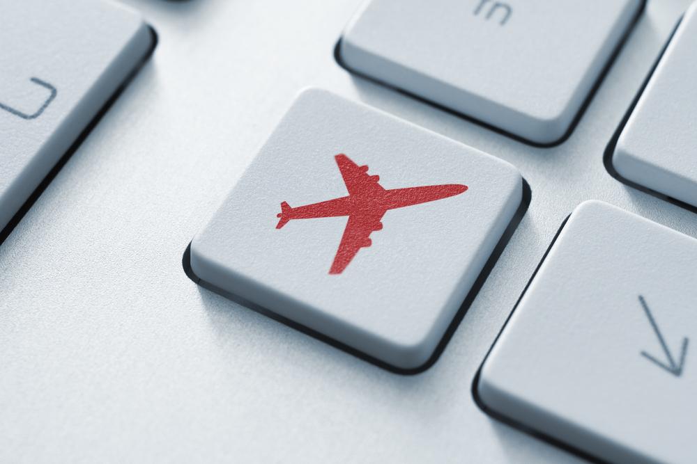 Alitalia vola con le offerte di Facebook