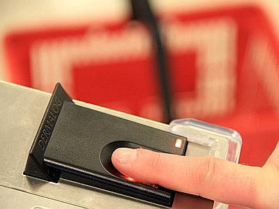 Pagamenti elettronici, in futuro si pagherà con l'impronta digitale
