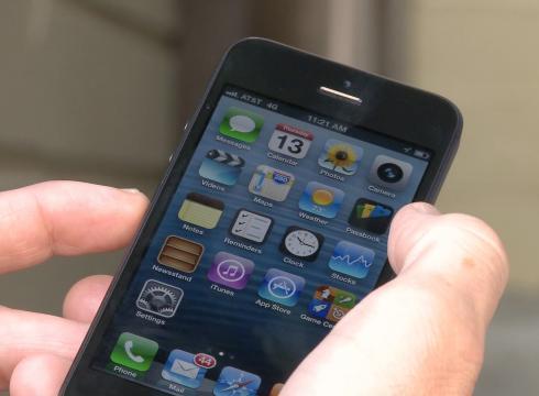 Smartphone, gli americani lo usano per chiamare e messaggiare