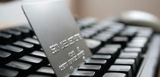 E-commerce, un utente su due fa shopping online: vediamo come