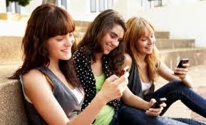 Internet, le teenager del Sud condividono di più sui social