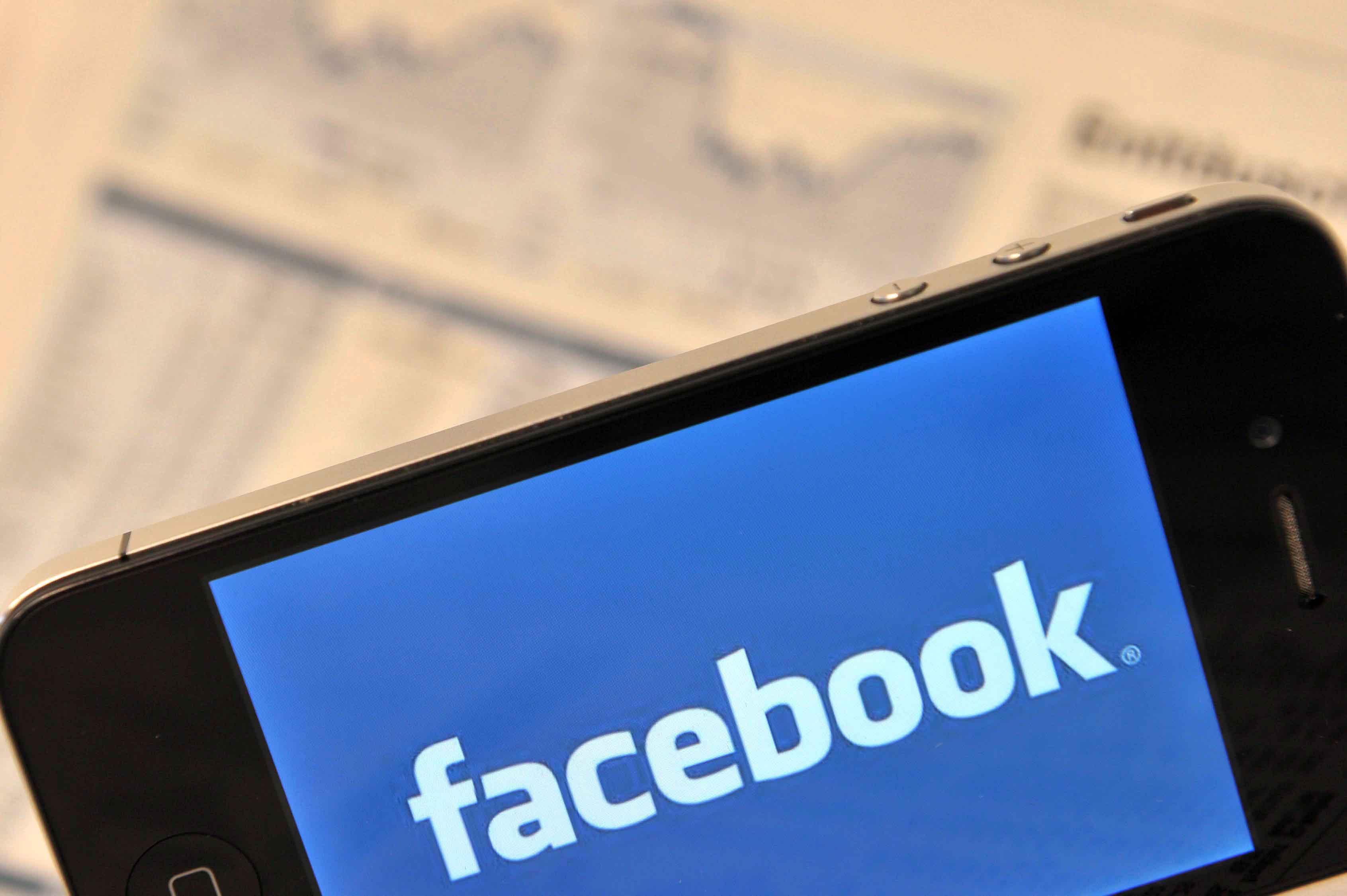 Facebook diventa sempre più Twitter: ecco gli aggiornamenti più caldi