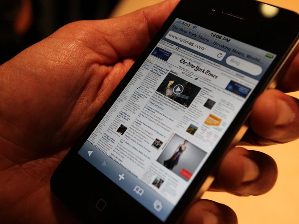 Mobile, gli italiani con lo smartphone anche a lavoro