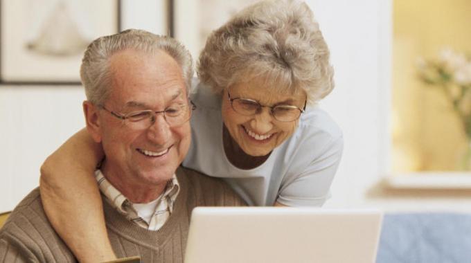 Facebook, avanza l'esercito dei nonni digitali